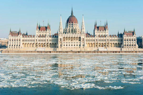 Budapest, parlamento, inverno (iStock)