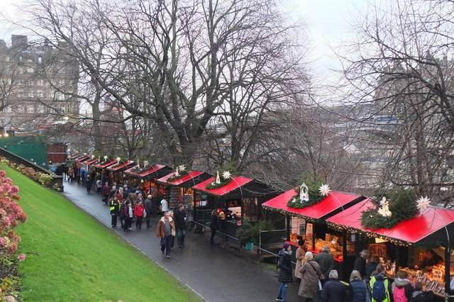 Edimburgo, mercatino natalizio (Jim Barton, www..geograph.org.uk)
