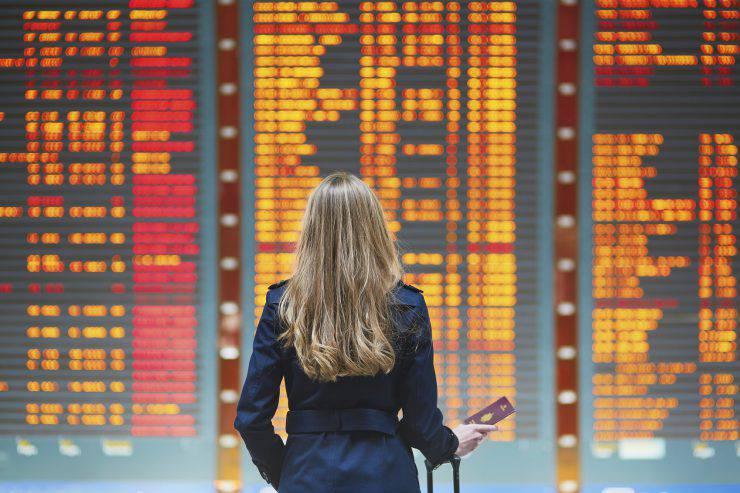 donna all'aeroporto