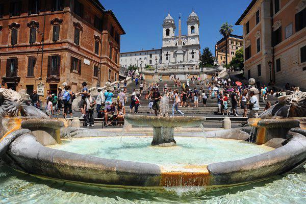 Piazza di Spagna, Roma (Mstyslav Chernov, CC BY-SA 3.0, Wikicommons)