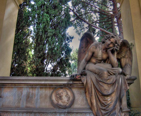 Cimitero del Verano, Roma, angelo ( iessi - Flickr, CC BY 2.0, Wikicommons)