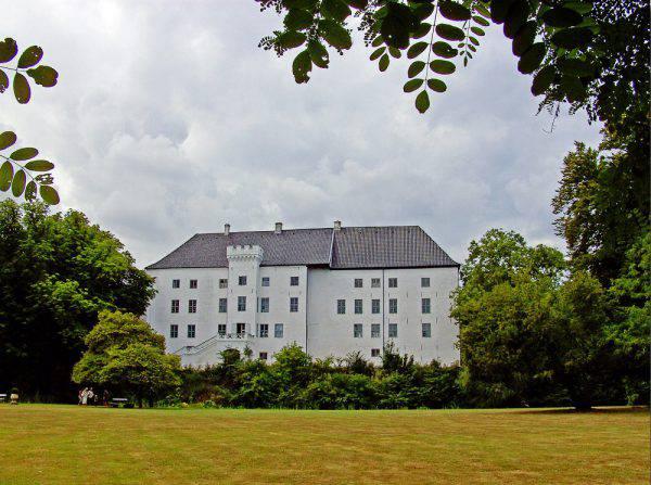 Castello di Dragsholm, Danimarca ( Bococo, CC BY-SA 3.0, Wikicommons)