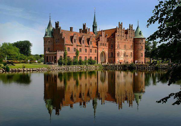 Castello di Egeskov, Danimarca (Malene Thyssen, CC BY-SA 3.0, Wikipedia)