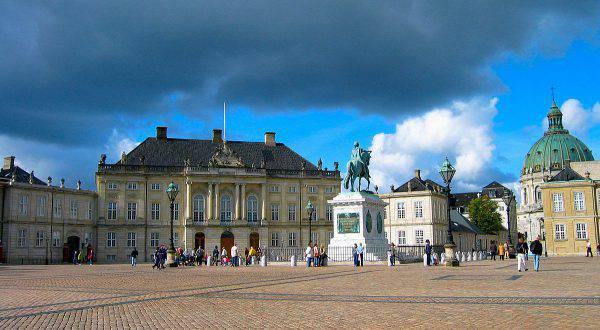 Palazzo di Amalienborg, Copenaghen ( Mariusz Paździora , CC BY-SA 3.0, Wikipedia)