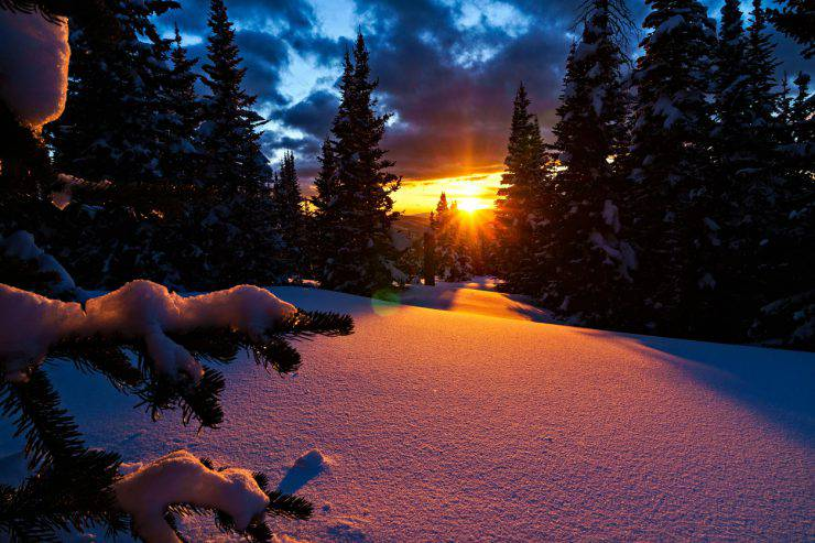 Beautiful Mountain Sunset - Fresh snow and pink alpenglow light at sunset for dramatic beauty in nature. Colorado, USA.