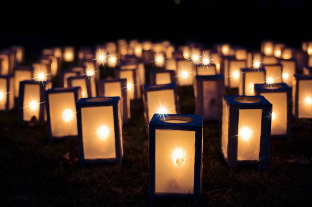 lights-1088141_640