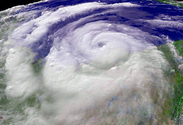 Ophelia, la tempesta che diventa uragano: direzione Europa