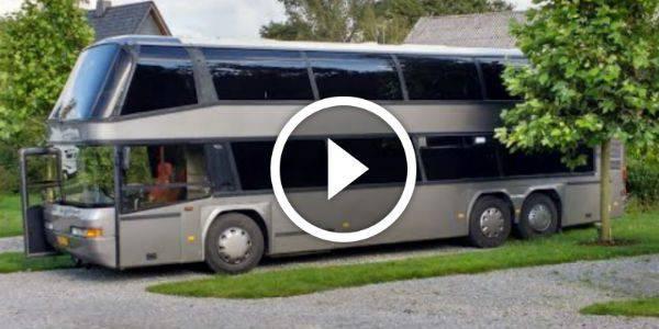 Un autobus a due piani trasformato in una casa viaggiante in 20 passi