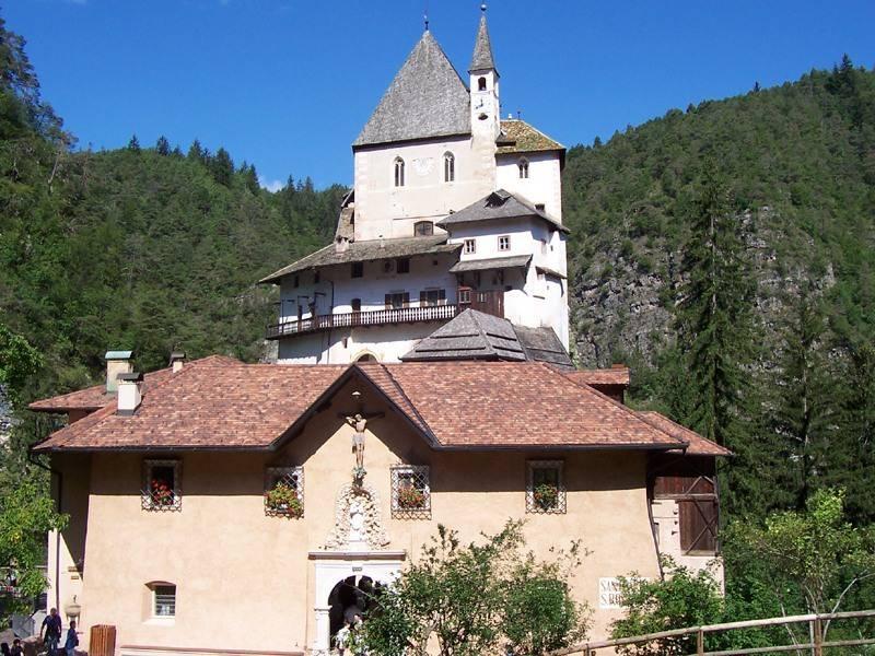 Santuario di San Romedio fonte wikicommons/MarkusMark - Opera propria