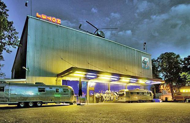 BaseCamp-Bonn: l'ostello più strano del mondo