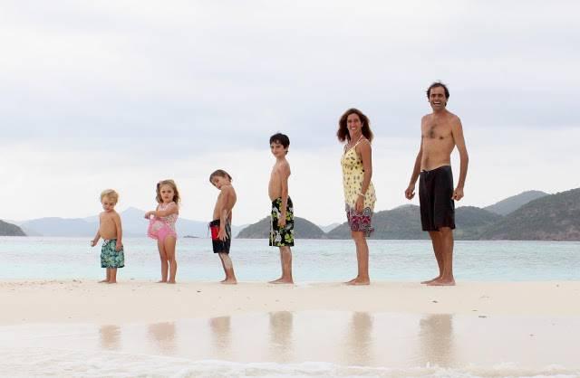 oppia fa il giro del mondo in 17 anni e torna a casa con 4 figli