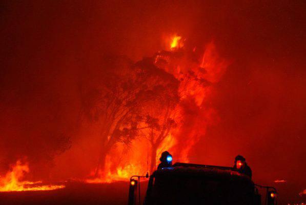 Incendi: in fumo anche la Costa Azzurra, evacuate 10 mila persone