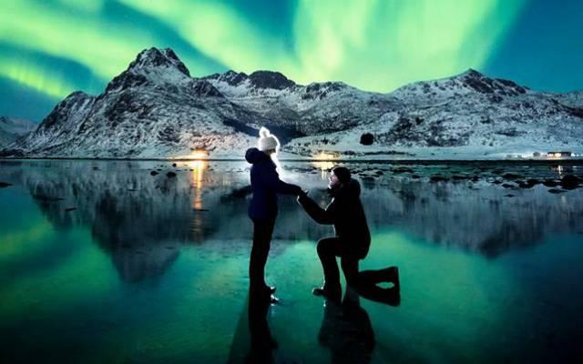 La proposta di matrimonio sotto laurora boreale fonte facebook