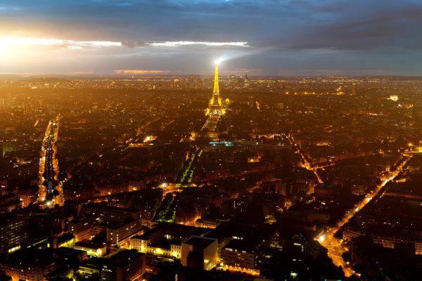 Pericolo Attentati a Parigi: evacuate Torre Eiffel e Stazione Eurostar