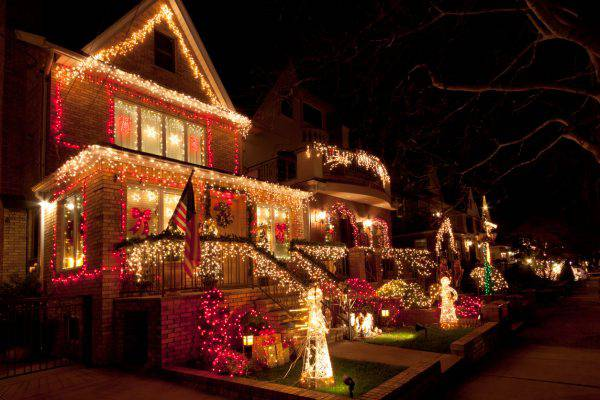 Frasi Natale A New York.Luci Di Natale A New York Lo Spettacolo A Dyker Heights
