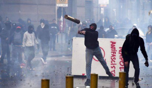 guerriglia a Napoli antifascista