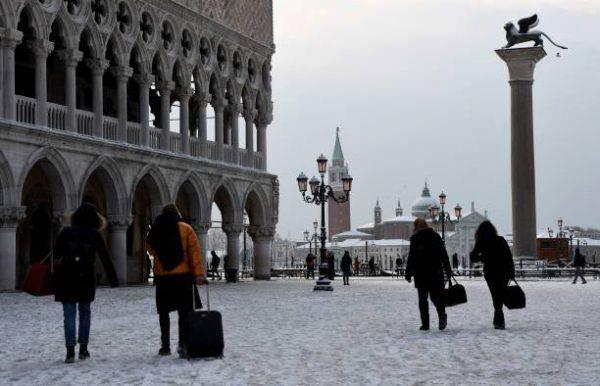 Burian a Venezia, crolla un altro pilone su un parcheggio
