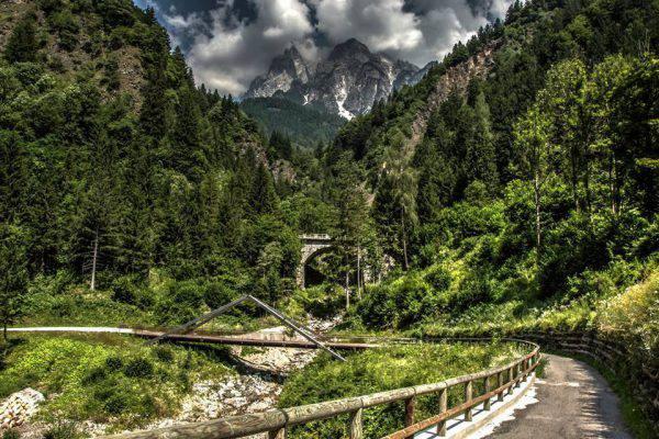 Pista ciclabile delle Dolomiti: affascinante percorso su una ferrovia dismessa (FOTO)