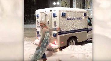 elsa-frozen-boston-polizia