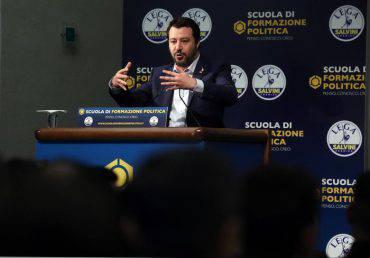 Il segretario della Lega Matteo Salvini interviene alla scuola di formazione politica del suo partito