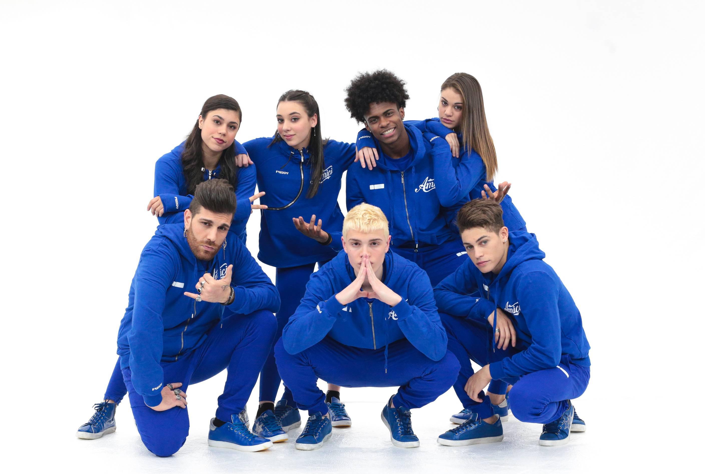 serale-amici-2018-squadra-bianca-blu
