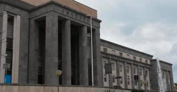 Cagliari: accusata di pedofilia, bidella si toglie la vita