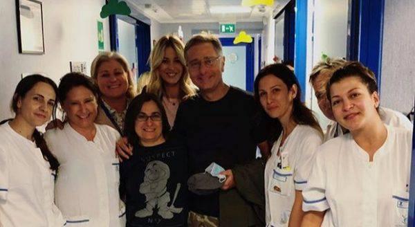 Paolo Bonolis in ospedale da Elena Santarelli e dal figlio malato