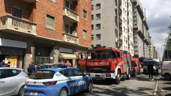 Incidente in un palazzo: precipita un ascensore con un uomo all'interno