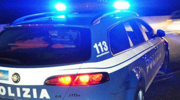 Follia a Roma, un uomo spara sui passanti dal balcone