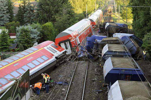 Tamponamento tra treni in Germania: 2 morti e 14 feriti