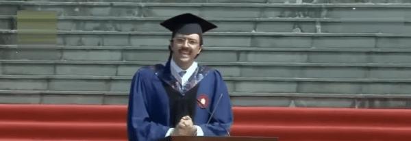 Carlo, lo studente italiano che ha fatto impazzire la Cina col suo discorso all'Università - Video