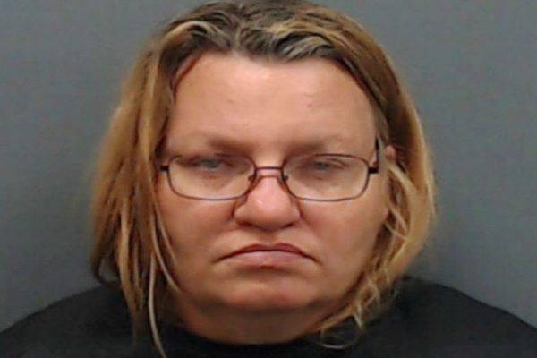 Mamma violenta la figlia di 8 anni, poi la fa prostituire