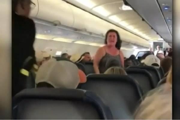 donna aereo panico