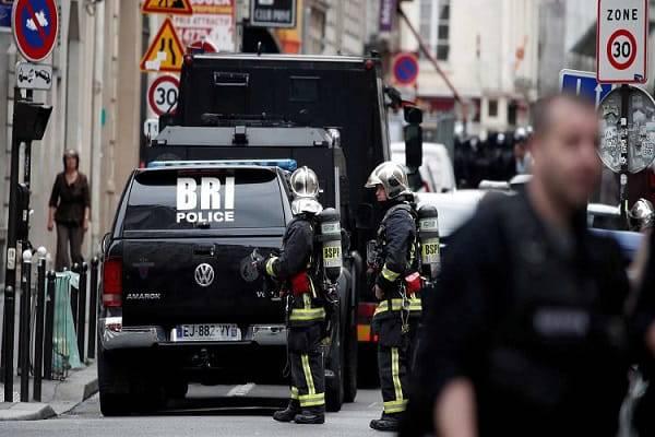 ++ Presa ostaggi Parigi: barricato in casa,minaccia bomba ++