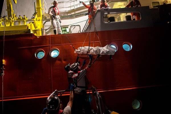 Migranti di Aquarius in Spagna su navi italiane