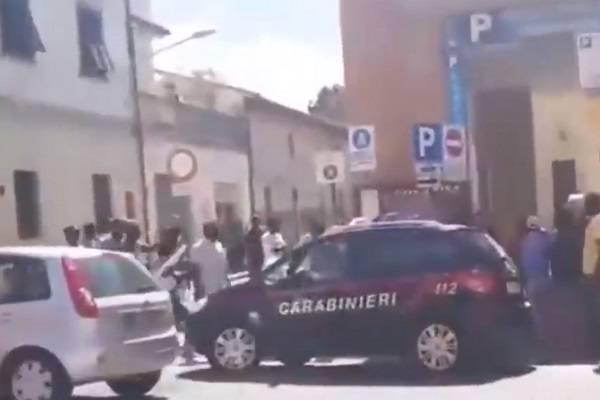 ambulanti picchiano carabinieri