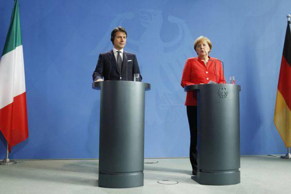"""La Merkel incontra Conte e annuncia: """"Aiutiamo l'Italia con i migranti"""""""