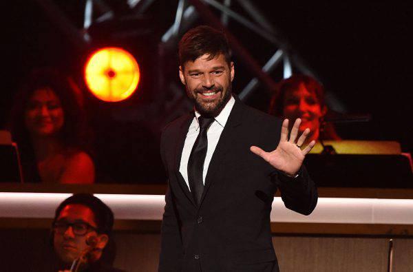 """Ricky Martin: """"Vorrei che i miei figli fossero gay"""". Scoppia la polemica"""