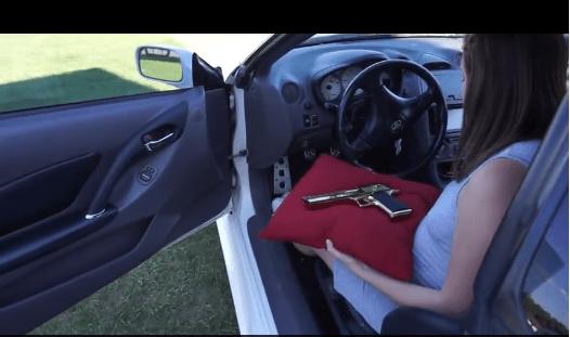 Esperimento con la pistola, giovane muore in diretta ucciso dalla fidanzata -VIDEO