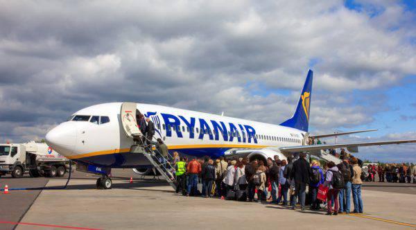 Germania: atterraggio emergenza per volo Ryanair, 33 ricoverati