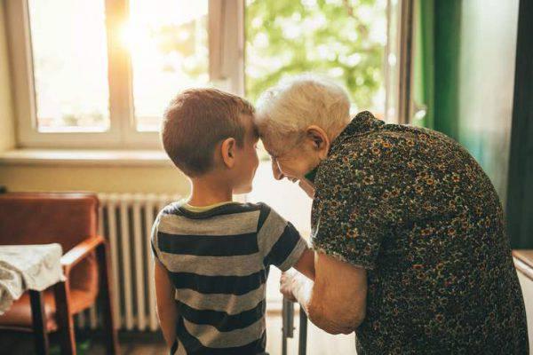 anziana in difficoltà