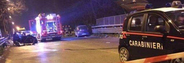Napoli, auto travolge pattuglia dei carabinieri: 2 morti e 3 feriti