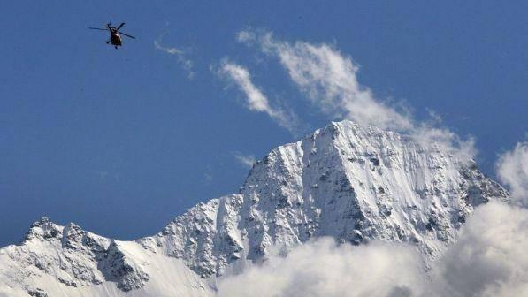 Tragedia sulle Alpi, aereo da turismo si schianta: 4 morti