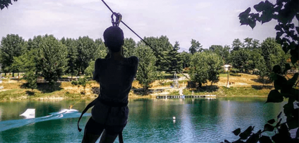 Milano, precipita da 7 metri nel parco acquatico: dramma per un 11enne
