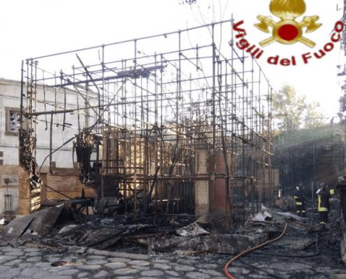 Cinecittà in fiamme, incendio devastante sul set dell'Antica Roma