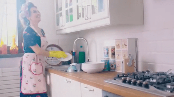 """Barbara D'Urso versione casalinga disperata: """"Io sono pronta"""" - VIDEO"""
