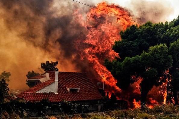 Grecia, emergenza roghi ad Atene: almeno 20 morti, chiesto aiuto a Ue