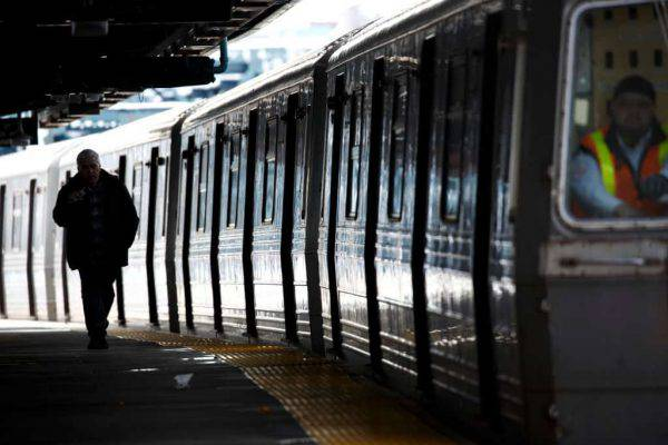 """Insulti ad una donna di origine marocchina sul metrò: """"E' diventato un inferno"""""""