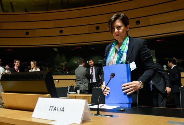 """Il ministro 5 Stelle che sfida Salvini: """"Accogliere è bello"""""""
