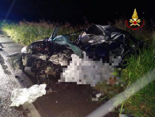 Scontro frontale con un camion, morto un ragazzo di 22 anni